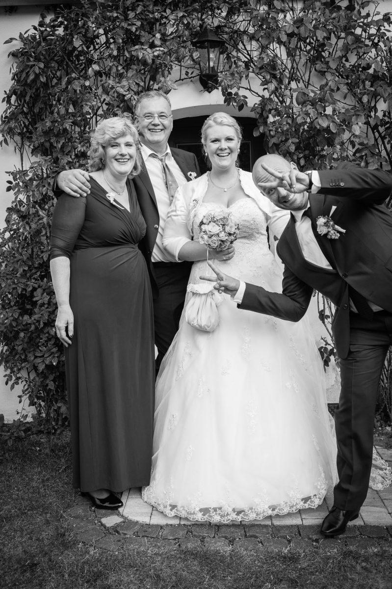 Hochzeit Gruppenfoto  228374 799x1200 - GRATULATION & EMOTION